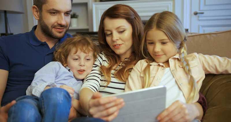 Семейный просмотр мультфильма