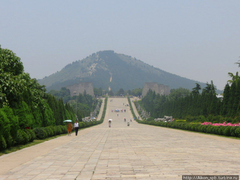 Белая пирамида Китая